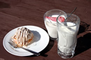 燕山荘のケーキセットとイチゴミルク